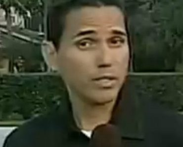 This Reporter Can't Say His Last Name Without Moving His Head 1