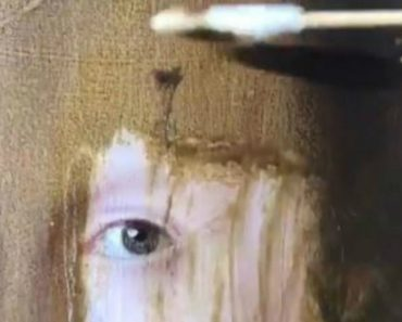 Art Expert Removes 200 Years Of Yellowing Varnish From A Painting In Minutes 6
