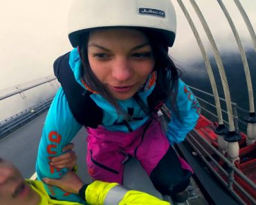 Chinese Police Tries To Stop This Base Jumper From Jumping, But She Does It Anyway 8