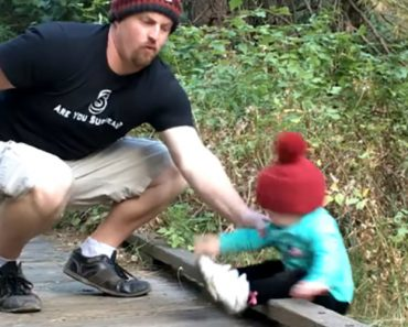 Dad With Quick Reflexes Catches His Daughter With One Hand Just As She's About To Fall Off Of A Bridge 6