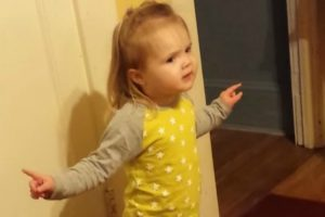 Hilarious Moment Little Girl Calls Out Aunt for Using a 'Bad' Word 10