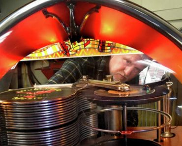 A Look Into the Life of a Jukebox Repairman 3