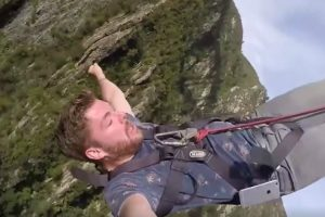 Unfortunate Bungee Jumper Realizes He Just Lost His Phone 10