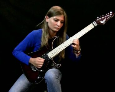 This 17-Year-Old Girl's Electric Guitar Version Of Beethoven's 'Moonlight Sonata' Is Unbelievable 6