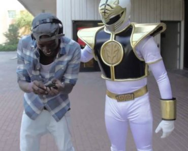 Fan Goes Nuts When He Meets The White Power Ranger 5