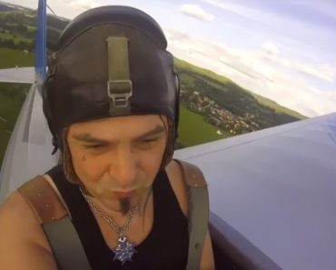 Man Builds His Own Airplane To Cut Down His Morning Commute 2