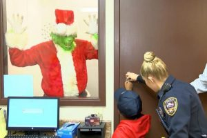Cops Respond After Boy Calls 911 to Report 'Grinch Is Stealing Christmas' 10