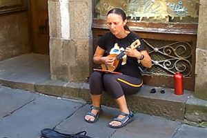 This Spanish Street Performer Has The Most Beautiful, Soothing Voice 12