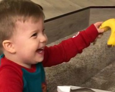 Toddler is Thrilled About Getting a Banana for Christmas 3