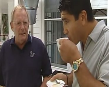 TV Presenter Gives One Armed Man A Cup And Saucer 2