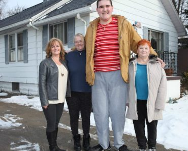 The 7ft 8in World's Tallest Teenager Who Can't Stop Growing 6