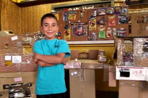 Hundreds Of People Surprise A Kid Who Built His Own Arcade But Never Got Customers 11