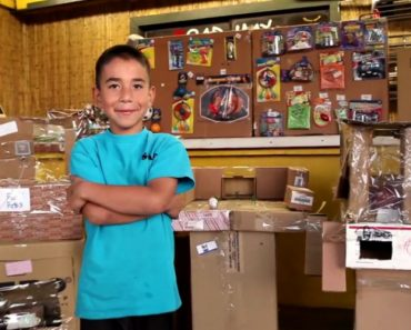 Hundreds Of People Surprise A Kid Who Built His Own Arcade But Never Got Customers 4