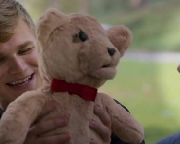 Guy Is Haunted By The Teddy Bears He Gave His Ex-Girlfriends In This Horror Short 7