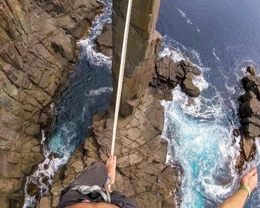 Slacklining The Jaw-Dropping Moai Tower 6