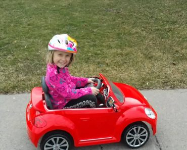 Honest Little Girl Shows How Mommy Drives While Driving Her Own Toy Car 4