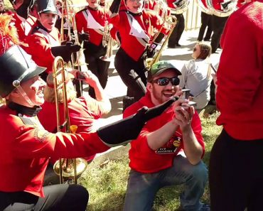 Man Pulls Off Slick Marriage Proposal With Help From Illinois University Marching Band! 4