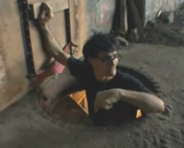 Homeless Man Builds The Most Insane Secret Home In The Tunnels Of NYC 3