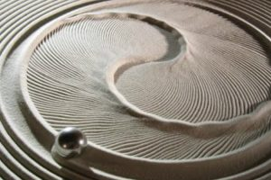 Amazing Kinetic Art Tables Draw Mesmerizing Works in the Sand 10