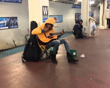 "Subway Busker Does Incredible Rendition Of Fleetwood Mac's ""Landslide"" 7"