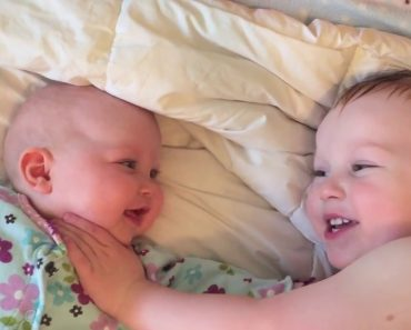 His Baby Sister Started Crying, So He Did The Perfect Thing To Calm Her Down 1