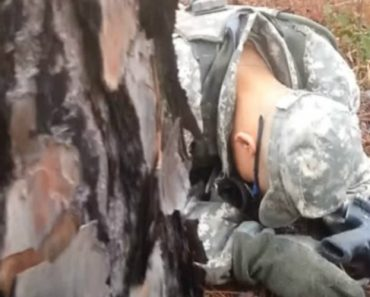 Drill Sergeant Catches Soldier Sleeping 3
