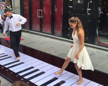 "Italian Couple Show Big Talent Playing Floor Piano – ""il Grande Piano"" 6"