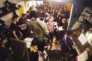 This Tiny 500 Square Foot Brooklyn Apartment Hosts an Entire 60-Piece Orchestra 11