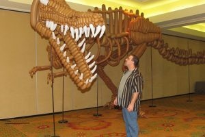 Canadian Balloon Artist Creates an Amazing Life-Sized T-Rex Skeleton Using 1,400 Tan Balloons 11