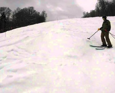 Skier Finds Lost iPhone on Slopes With Metal Detector (and It Works!) 6