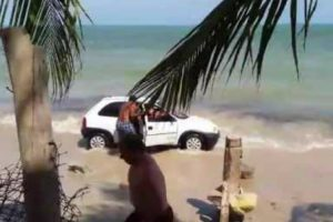 Father Throws Rock Into A Cars Windscreen For Driving On Beach Where His Children Are 12