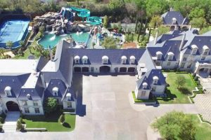 This $32 Million Dollar House In Texas Has The Coolest Backyard Ever 12