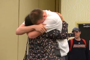 Coaches Reunite Basketball Player With Mom He Hasn't Seen in 5 Years 12