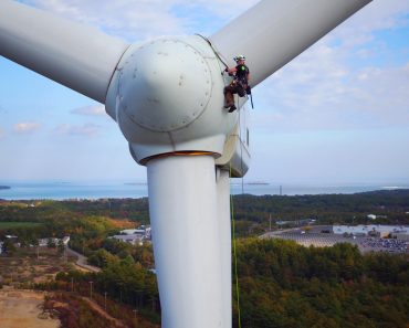 Climbing And Service Wind Turbines For a Living! 6