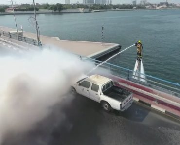 Flying Firefighters In Dubai Are Now Using Powerful Jetpacks To Help Them Tackle Blazes 4