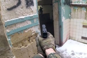 SWAT Officer Tries Airsoft And Destroys Everyone 11