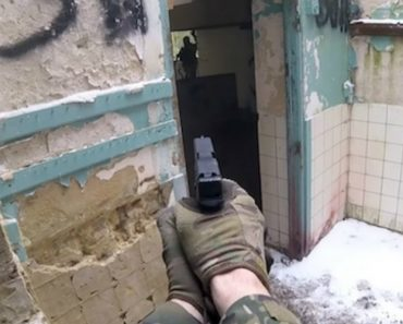 SWAT Officer Tries Airsoft And Destroys Everyone 9