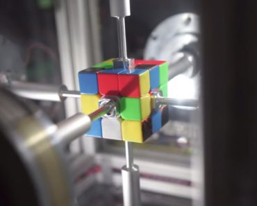 This Machine Can Solve a Rubik's Cube In 0.38 Seconds And Dear God Is It Terrifying 5