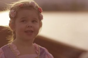 """A 3-Year-Old And Dad Singing """"See the Light"""" In Disney's """"Tangled"""" Movie Is Simply Sweet And Gorgeous 11"""