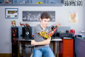 Building a Prosthetic Arm With Lego 9