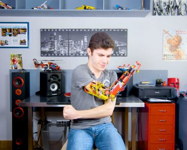 Building a Prosthetic Arm With Lego 5
