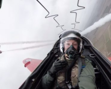 Members Of The Royal Air Force Red Arrows Share How They Fly In Formation With Such Precision 5