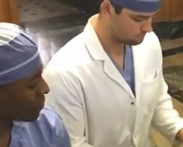 2 Dr.'s Serenade Patients, Sultry Voice Has Internet Falling In Love 9