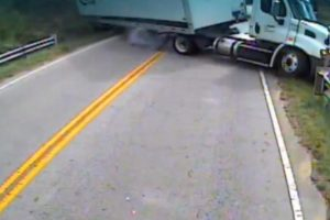 Driver Keeps Her Cool as Her School Bus Collides with Semitrailer 11