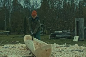 Mesmerizing Video Shows The Traditional Way Of Transforming A Log Into A Dugout Canoe 10