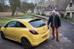 His Yellow Car Was Vandalized For Being 'Ugly'. Then Hundreds Of Yellow Cars Show Up 12