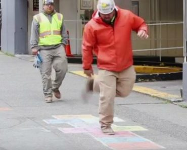 Secret Camera Captures Random People On The Street Playing Hopscotch, And It's Delightful 4