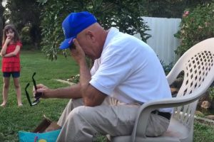 A 66-Year Old Grandfather Is Moved to Tears Upon Seeing Color for the First Time in His Life 11