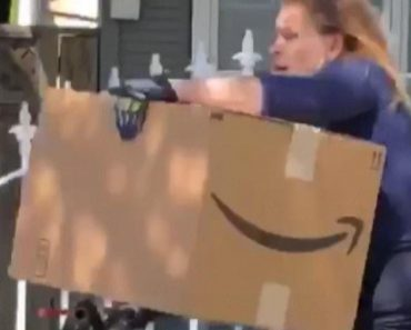 Woman Takes Off With Massive Package While Riding a Bicycle 4