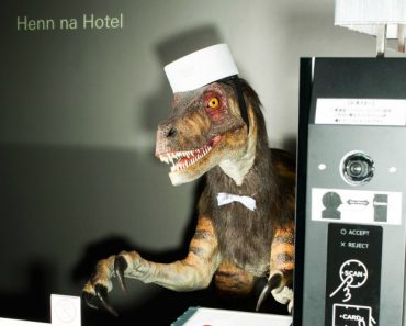 British Expatriate Spends a Night at The Henn-na Hotel in Tokyo That is Staffed by Robots 2